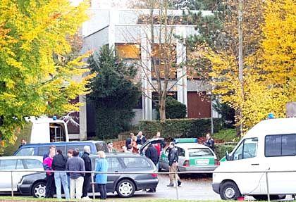 Die Friedensschule ist weiträumig abgesperrt