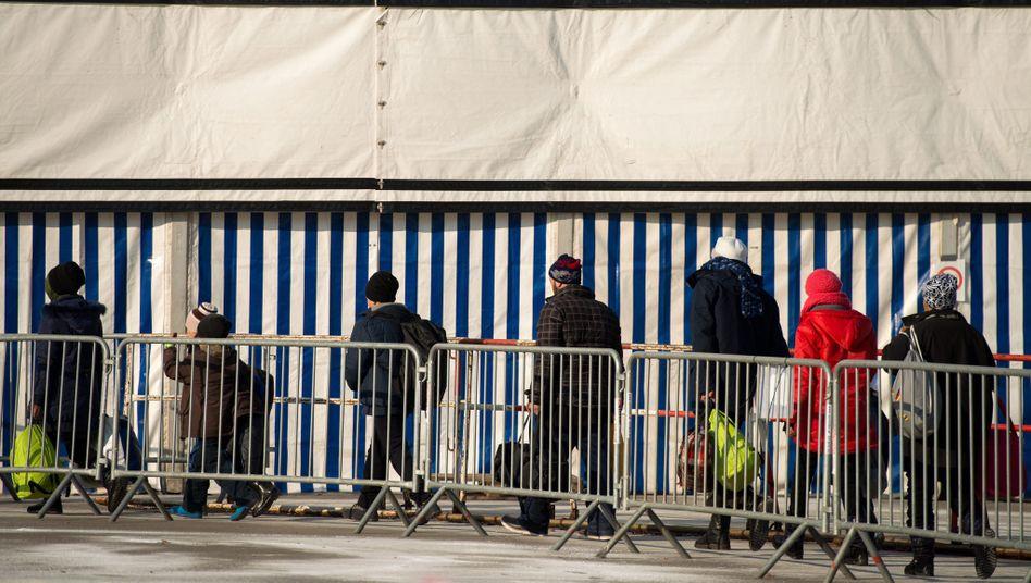 Flüchtlinge in einem Camp an der österreichisch-slowenischen Grenze