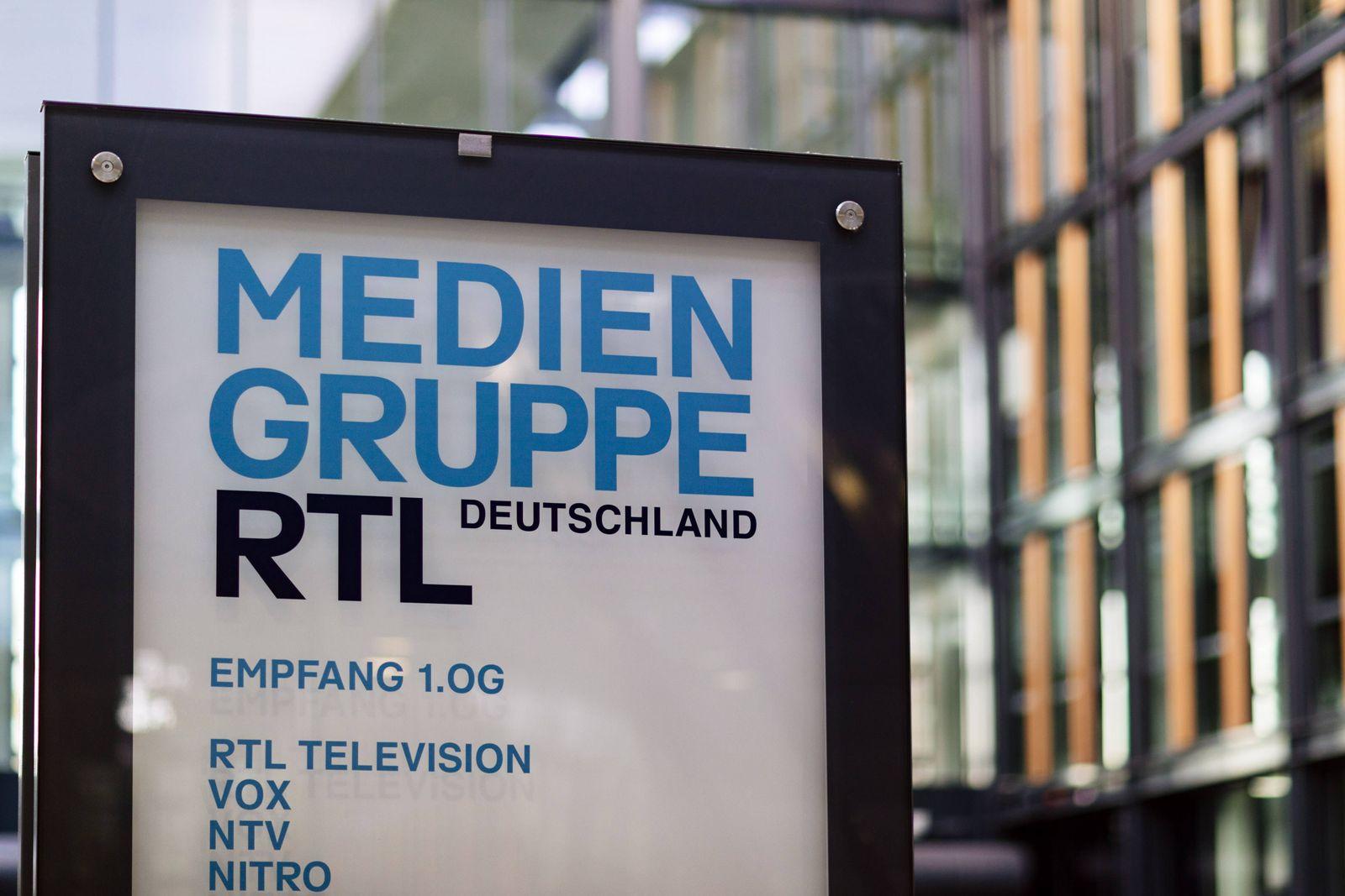 EINMALIGE VERWENDUNG RTL Mediengruppe / Firmenschild