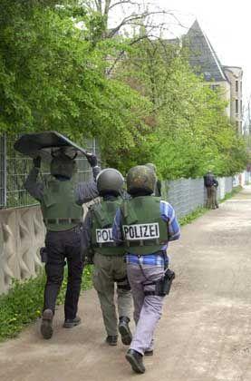 Erfurter Polizei am Gutenberg- Gymnasium: Nimmt sich die Politik das Waffenrecht nach der jüngsten Novelle noch einmal vor?