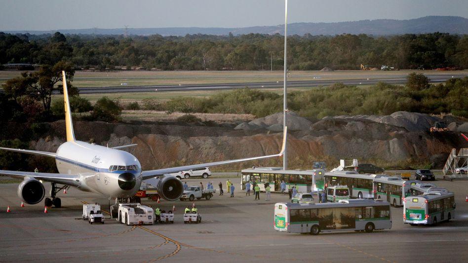 Flughafen im australischen Perth im März: Passagiere eines deutschen Kreuzfahrtschiffs werden ausgeflogen