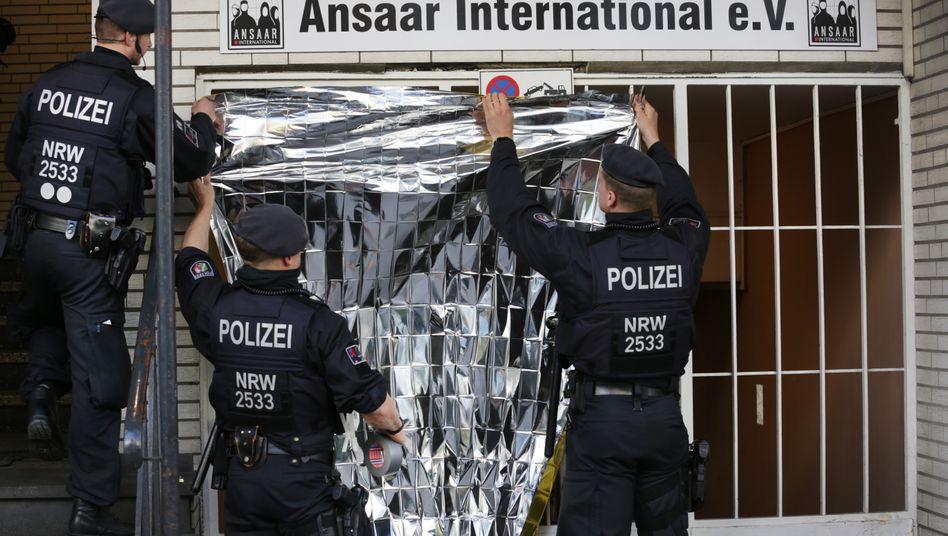 Durchsuchung beim Verein Ansaar International in Düsseldorf im April 2019.