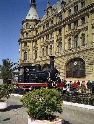 Historische Lokomotive vor dem Istanbuler Bahnhof Haidar-Pascha: In Istanbul begann der Bau der Bagdad-Bahn