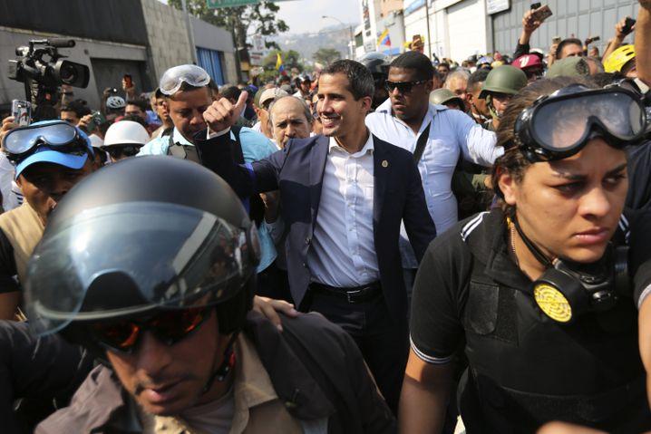 Juan Guaidó mit Unterstützern am 30. April in Caracas