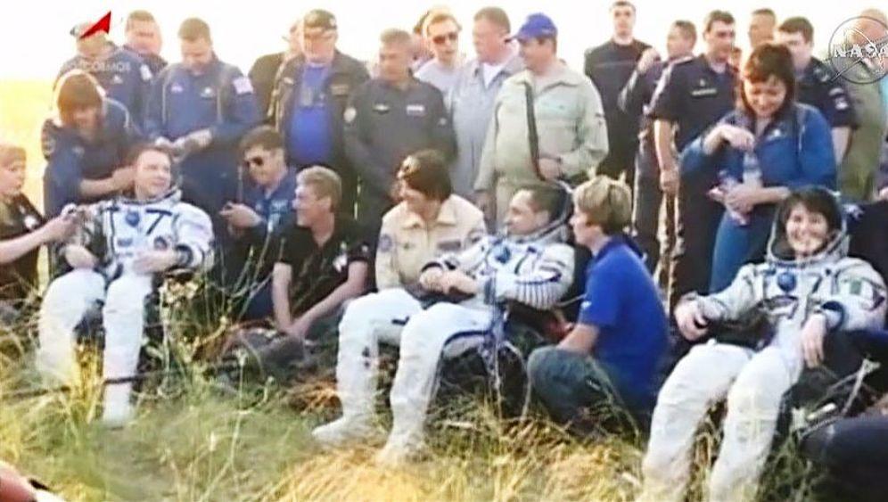 """ISS-Rückkehrer: Bilderbuchlandung nach """"Progress""""-Panne"""