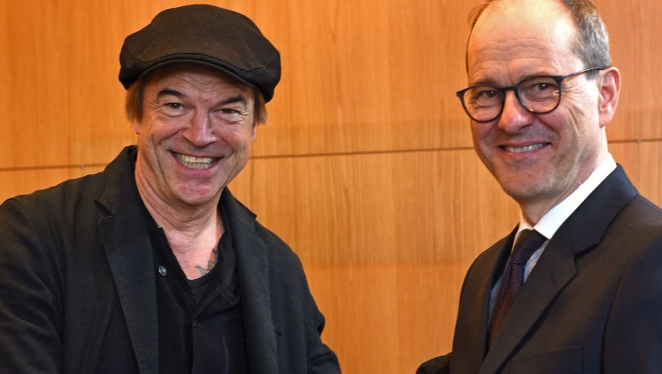 Campino (l.) mit dem britischen Botschafter Sebastian Wood