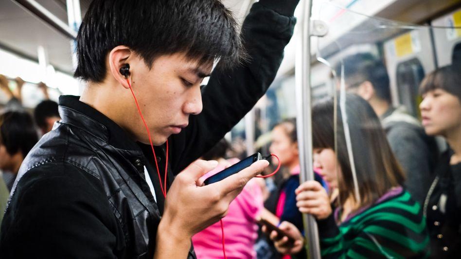 Handy-Nutzer in China: Sieben Milliarden Mobiltelefone bis 2014