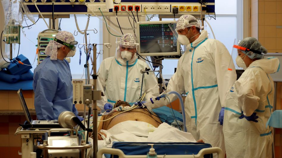 Patient auf der Intensivstation der Universitätsklinik Prag: »Den Bürgern erklären, dass sie hier sterben werden«