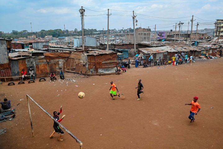 Corona-Hotspot: Im Mathare-Slum in Nairobi leben die Menschen dicht gedrängt und in extremer Armut