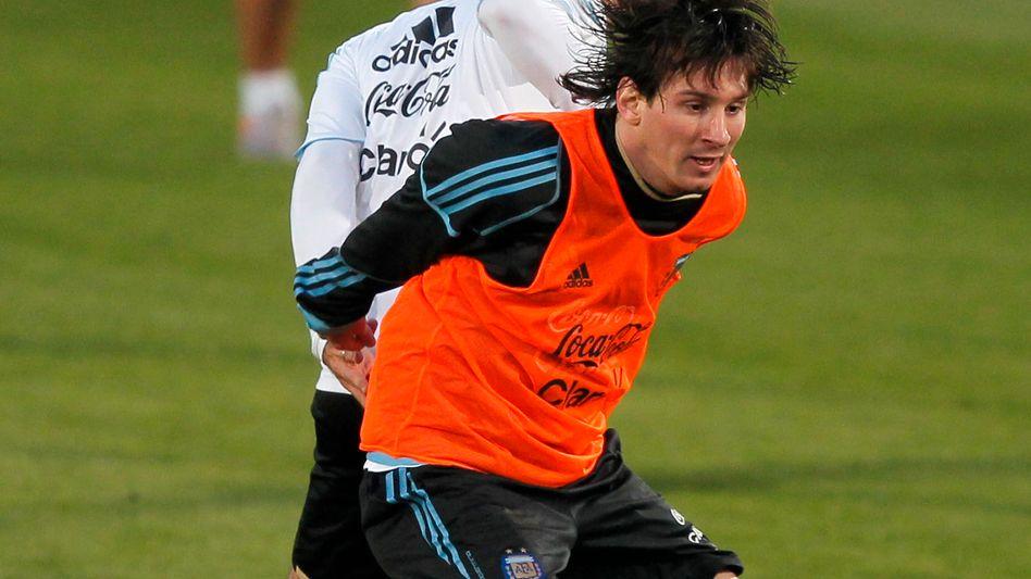 Szenen, die man nicht verpassen will: Stürmer Lionel Messi im Zweikampf