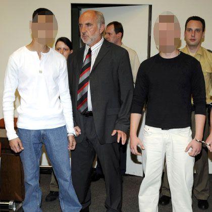 Serkan A. (li.) und Spyridon L. (re.) vor Gericht: Mit Anlauf zugetreten