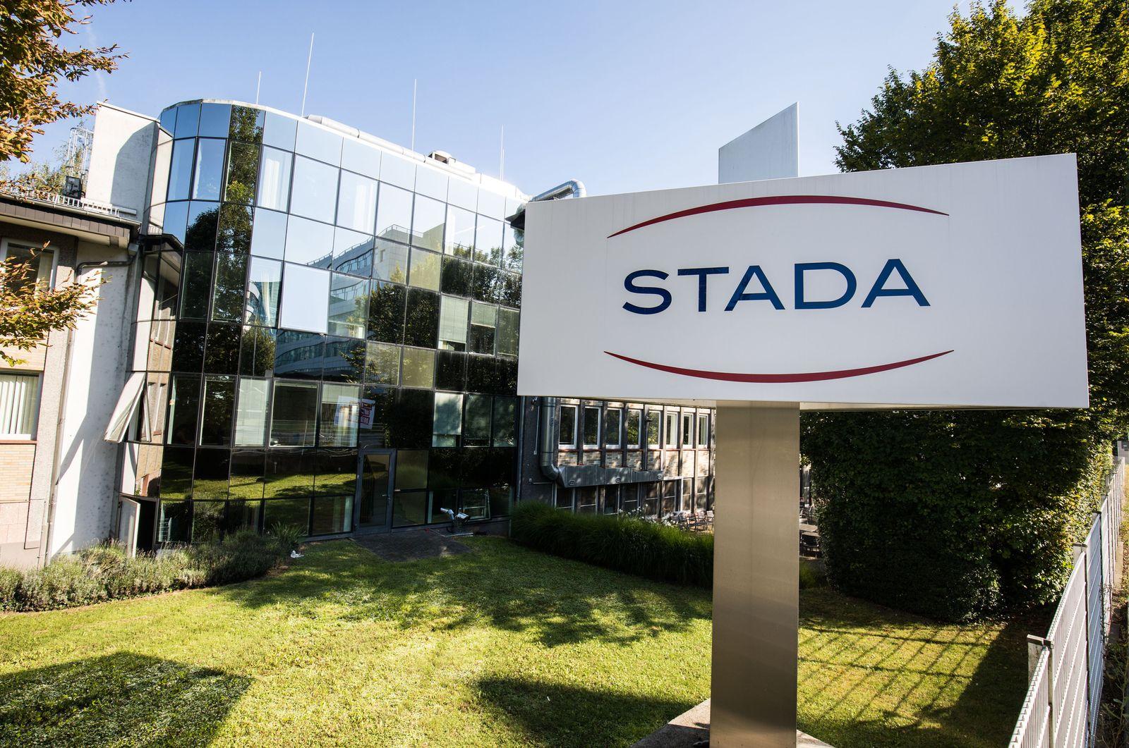 Stada / Schild mit dem Firmenlogo / Bad Vilbel