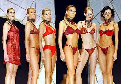 Beach und Body: Models in Dessous von Donna Karan Intimates