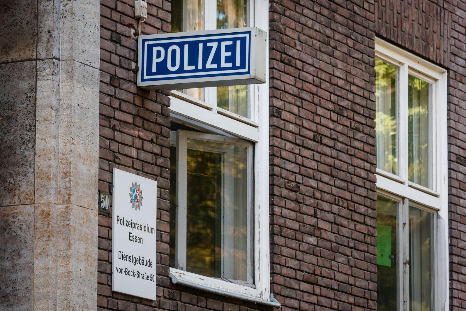 Muelheim an der Ruhr, Ruhrgebiet, Nordrhein-Westfalen, Deutschland - Rechtsextreme Chatgruppe bei Essener Polizei, die a