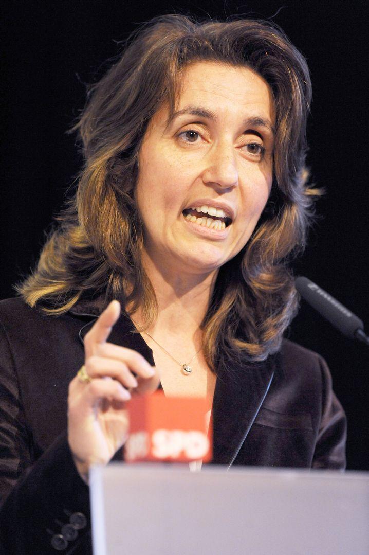 Aydan Özoguz, geboren 1967, ist erstmalig für die SPD in den Bundestag eingezogen. Sie hat als wissenschaftliche Mitarbeiterin einer Stiftung gearbeitet. Sie ist Integrationsbeauftragte ihrer Fraktion