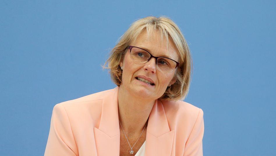 Bundesbildungsministerin Anja Karliczek gibt sich spendabel (Archiv)