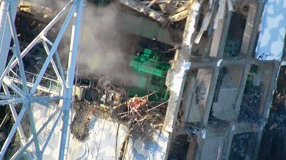 Luftaufnahme des Reaktors 4 im Atomkraftwerk Fukushima Daiichi