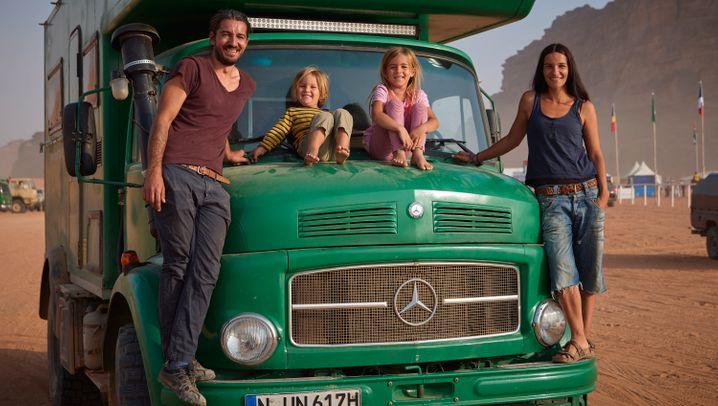"""Familie Schmitt und ihr """"Frosch"""": Festgefahren im Wadi"""