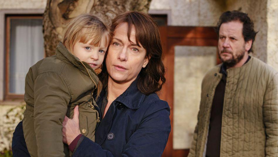 Verschlossene Räume, verdrängte Traumata: Kommissarin Brasch (Claudia Michelsen) mit der Tochter des drogensüchtigen Mordopfers