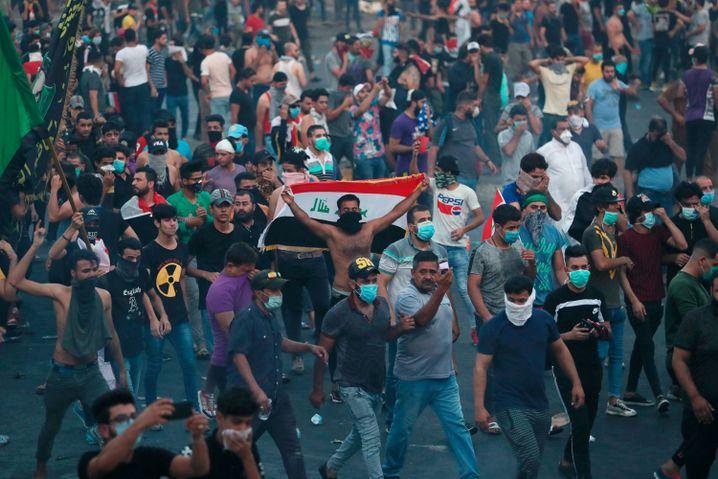In Bagdad sind erneut Tausende Menschen auf die Straße gegangen, um gegen Korruption und politischen Stillstand zu demonstrieren
