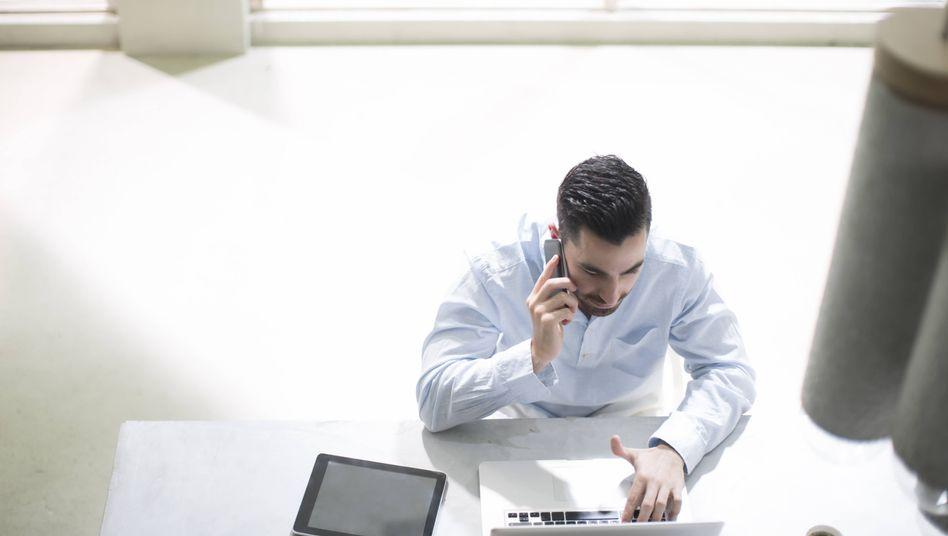 Auch die Arbeitswelt ist immer stärker digital vernetzt (Symbolbild)