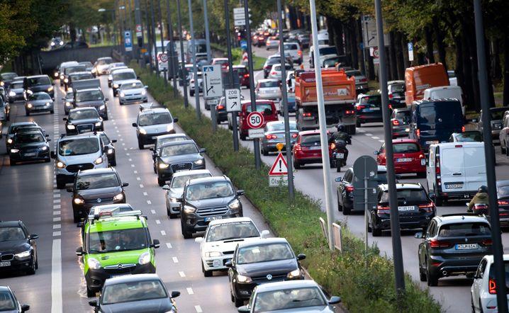 Rush Hour in München: Stau auf dem Mittleren Ring (Archivbild)