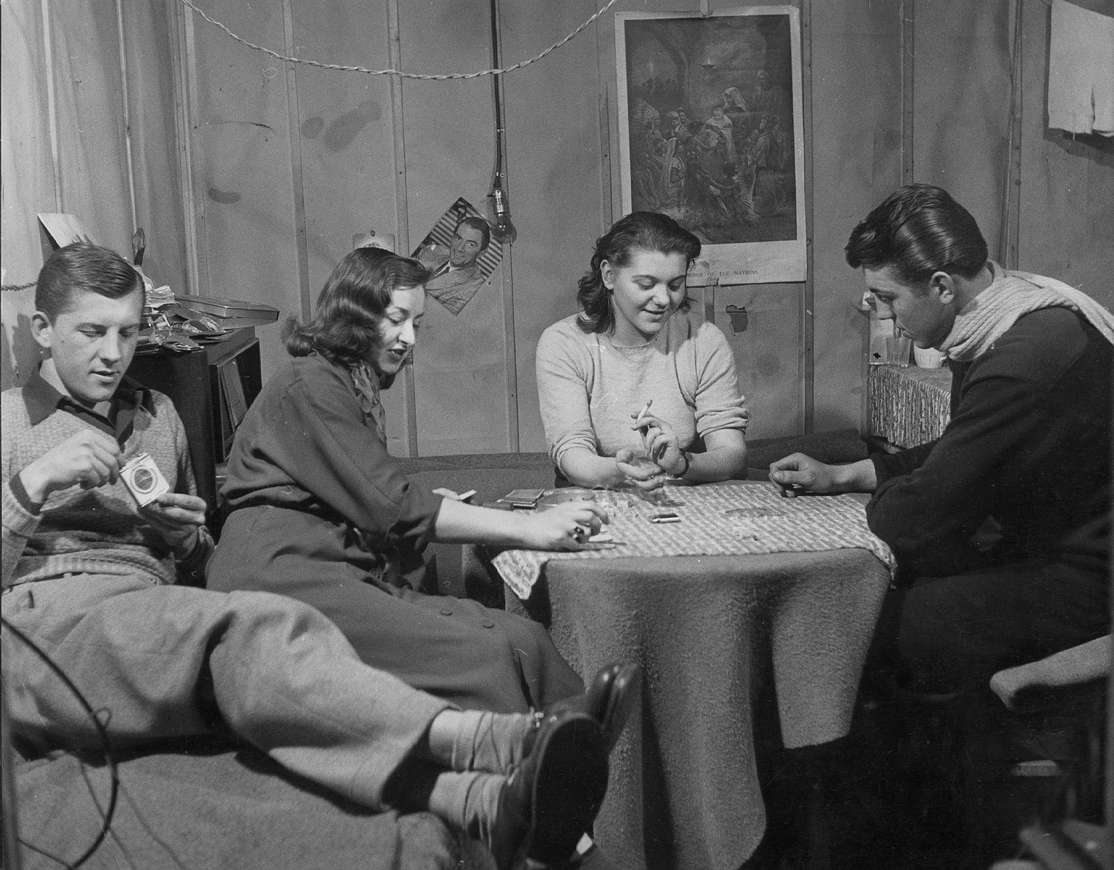 Junge Menschen im Lager Valka bei Nürnberg, 1951