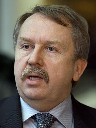 Kultusminister Rau: Muss seinen Kurs korrigieren