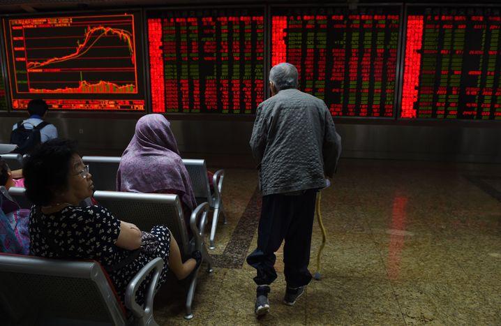 Börsentafeln in Peking: Viele Kleinanleger, wenig Durchblick