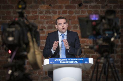 Douglas Ross: Der Chef der Konservativen Partei in Schottland geht auf Distanz zu Boris Johnson