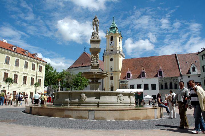 Bratislava: Wettfahrten, Maifeiern und Food Festival - ein Monat Party