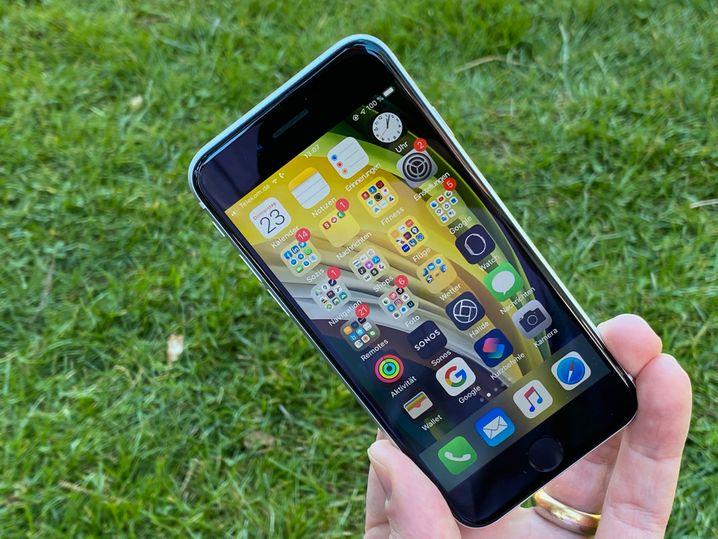 Das Display des iPhone SE ist gut, aber bei Sonne manchmal nicht hell genug
