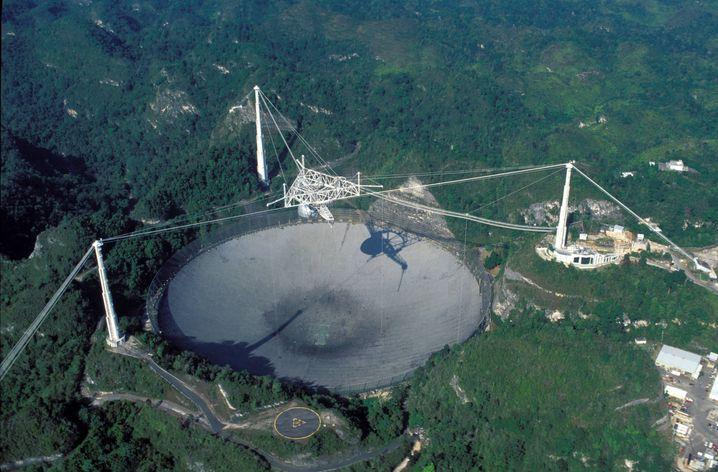 Das Arecibo-Teleskop, Puerto Rico auf der Suche nach außerirdischem Leben
