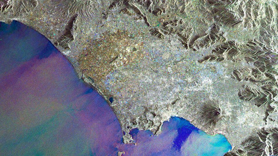 Die Bucht von Neapel: Vulkane bedrohen die paradiesische Landschaft