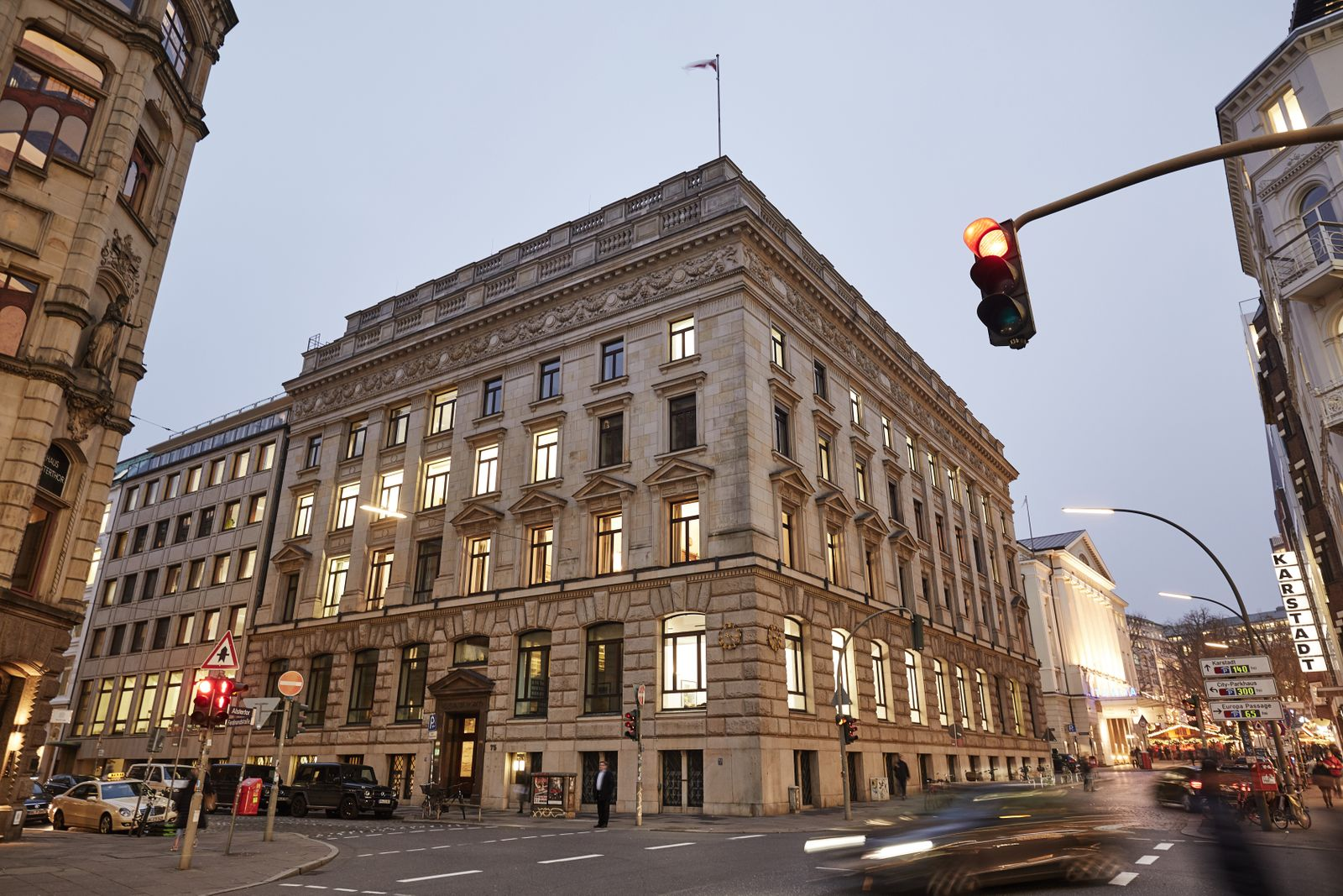 DEU, Deutschland, Hamburg, 25.11.2019: Firmensitz der M.M.Warburg & CO Bank in der Hamburger Ferdinandstrafle. *** DEU,