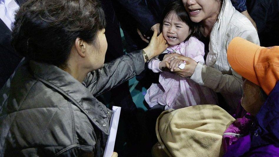 Präsidentin Park mit geretteter Ji Yeon, Tante Kriminelle Versäumnisse?