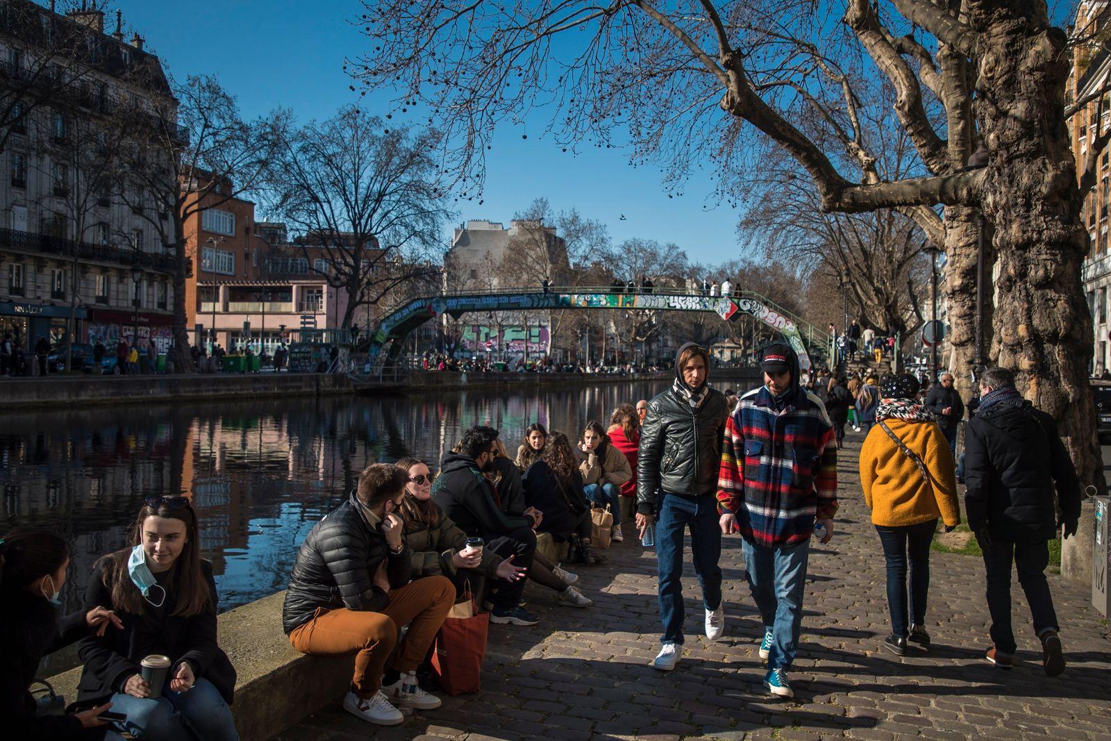 Parisians enjoy a sunny sunday along the banks of the Canal Saint Martin in Paris