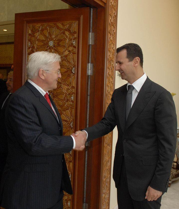 Syrian President Bashar Assad (right) and German Foreign Minister Frank-Walter Steinmeier shake hands in Damascus: