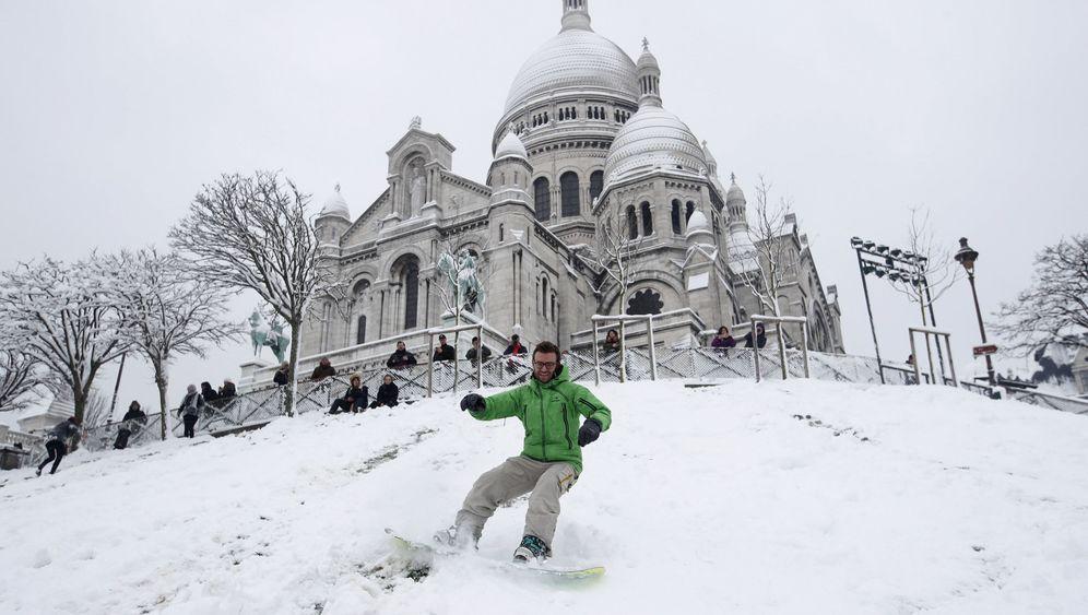 Winterchaos: Paris im Schnee