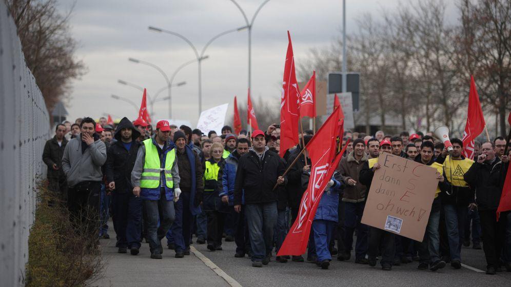 Protest in Sindelfingen: Daimler-Mitarbeiter machen Lärm