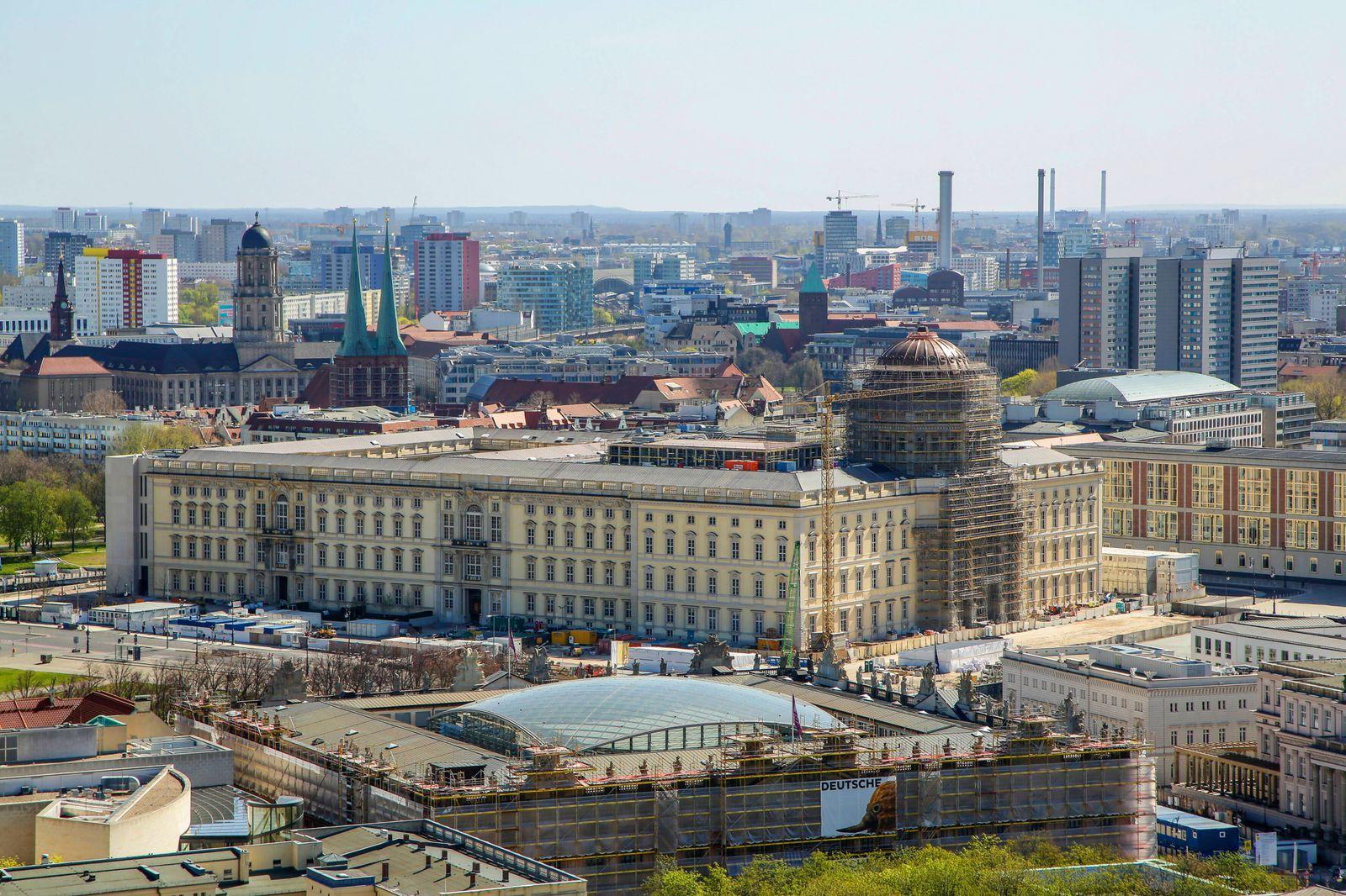 10.04.2020, Berlin, Deutschland - Stadtansicht Berlin. Foto: Das Humboldt Forum bzw. Berliner Stadtschloss. Am unteren B