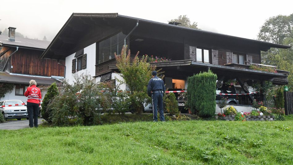 Die Polizei hat das Einfamilienhaus, in dem sich die Tat ereignet hat, inzwischen abgesperrt