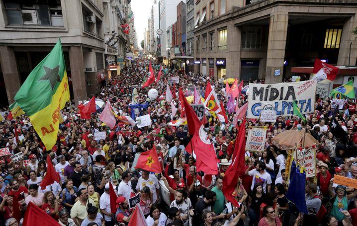 Proteste gegen den Staatsstreich in Porto Alegre