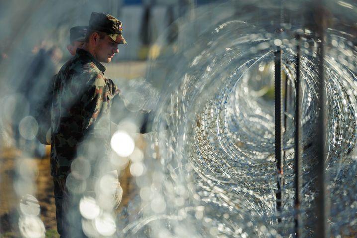 Stacheldraht an der slowenisch-österreichischen Grenze: Radikale Maßnahmen