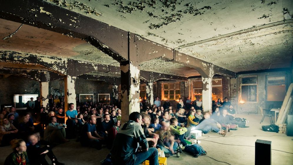 Kino unter Tage: Beamer-Freuden in Betonhallen