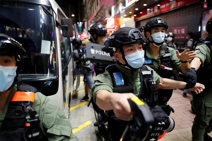 """""""Korrupte Polizisten!"""", schrien die Menschen auf den Straßen Hongkongs"""