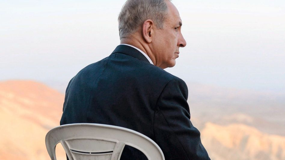 Premier Netanyahu im Wüstengebiet Negev in Israel: »Ein Underdog in jeder Hinsicht, immer verfolgt, immer bedroht«