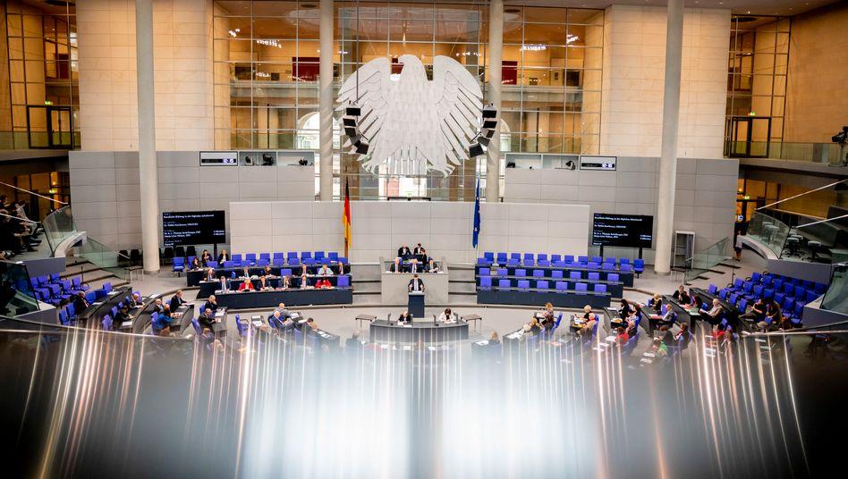 Plenarsaal des Bundestags: 2018 gab es deutlich weniger Spenden als im Wahljahr
