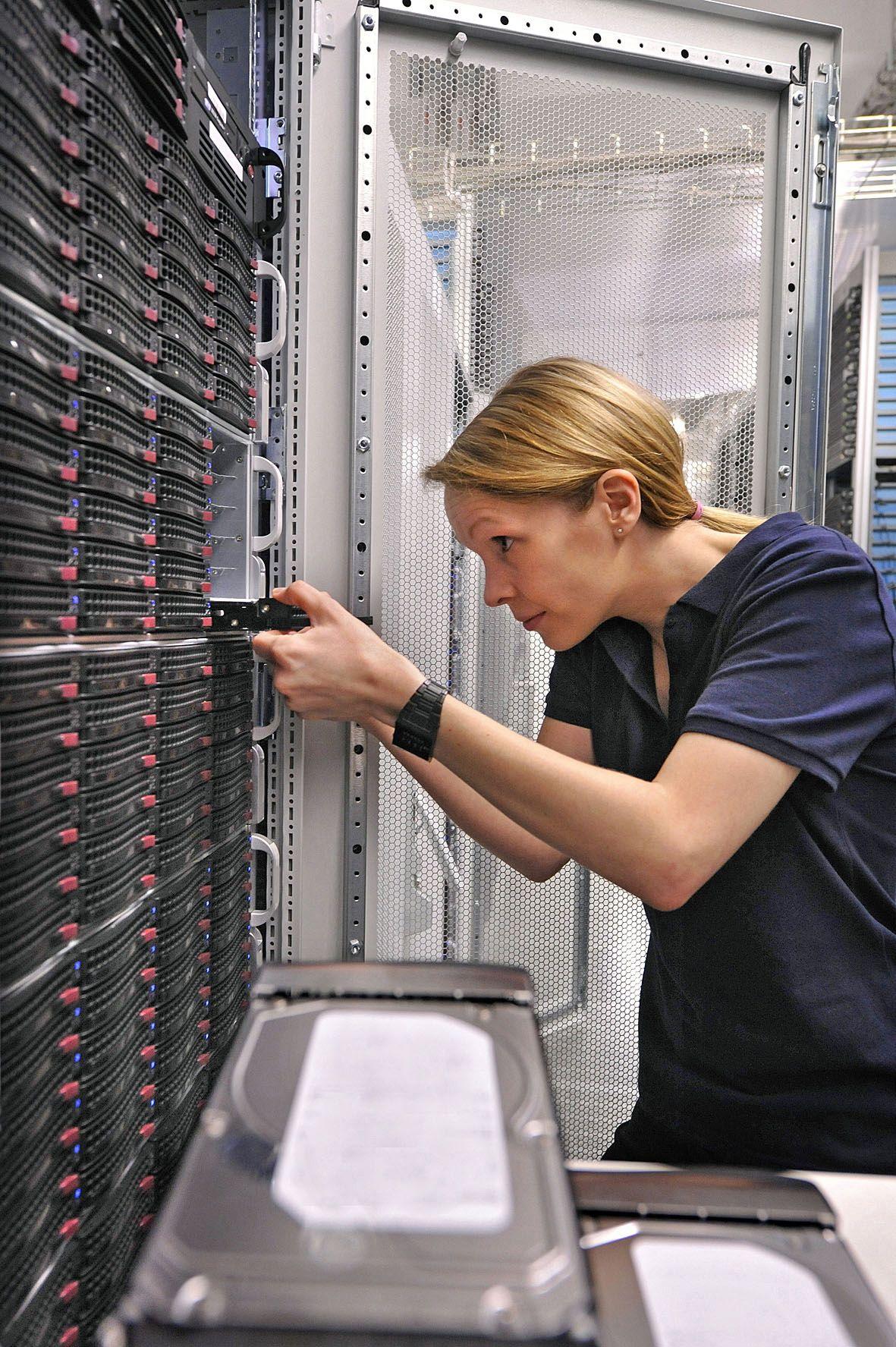Server Rechenzentrum Festplatten Strato