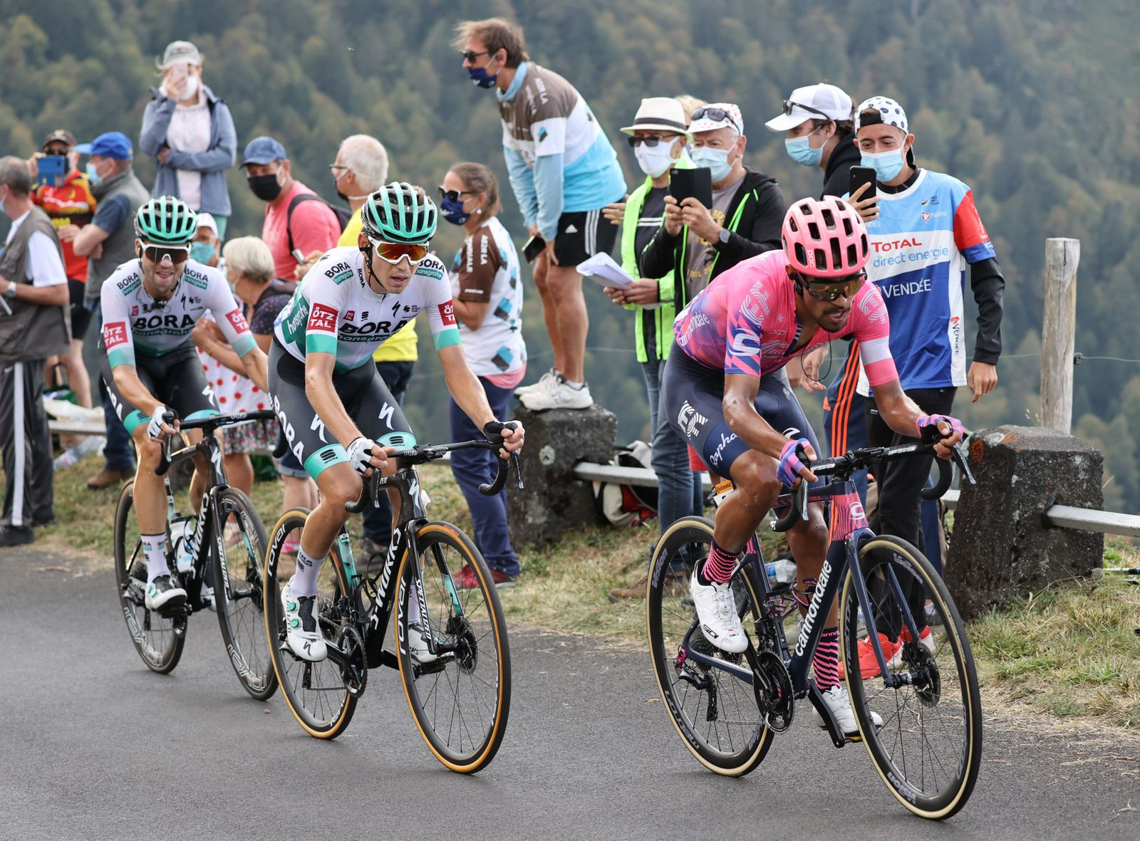 CYCLING-FRA-TDF2020-STAGE13